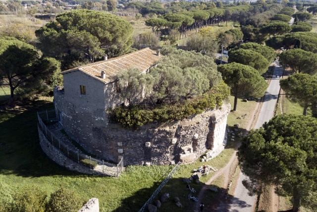 Casal rotondo – casolare su mausoleo romano
