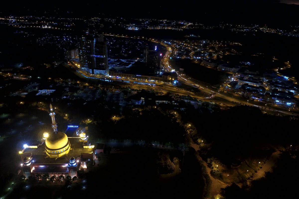 UMS mosque + 1 Borneo Mall