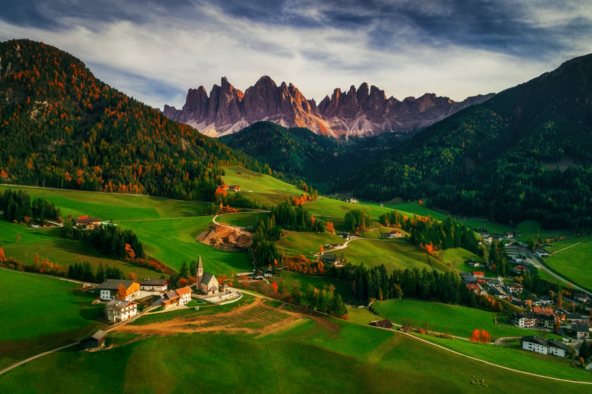 Santa Maddalena village in front of the Geisler or Odle Dolomites Group, Val di Funes, Val di Funes, Trentino Alto Adige, Italy, Europe.