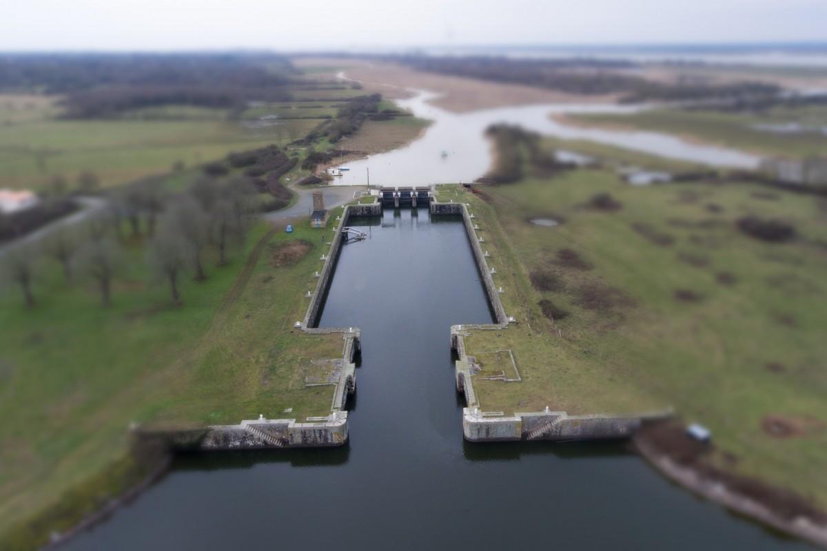 Canal de La Martiniere, Frossay, France