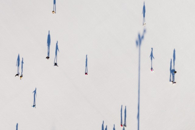 Skiiing shadows
