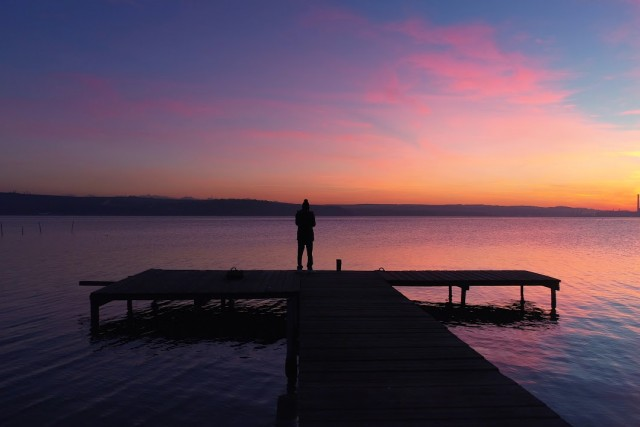 4k Sunset flight over the lake.