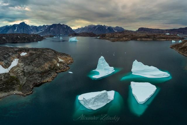Icebergs Dance