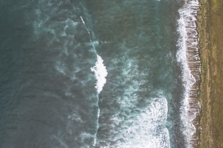 Photographing the beach from above the upper angle
