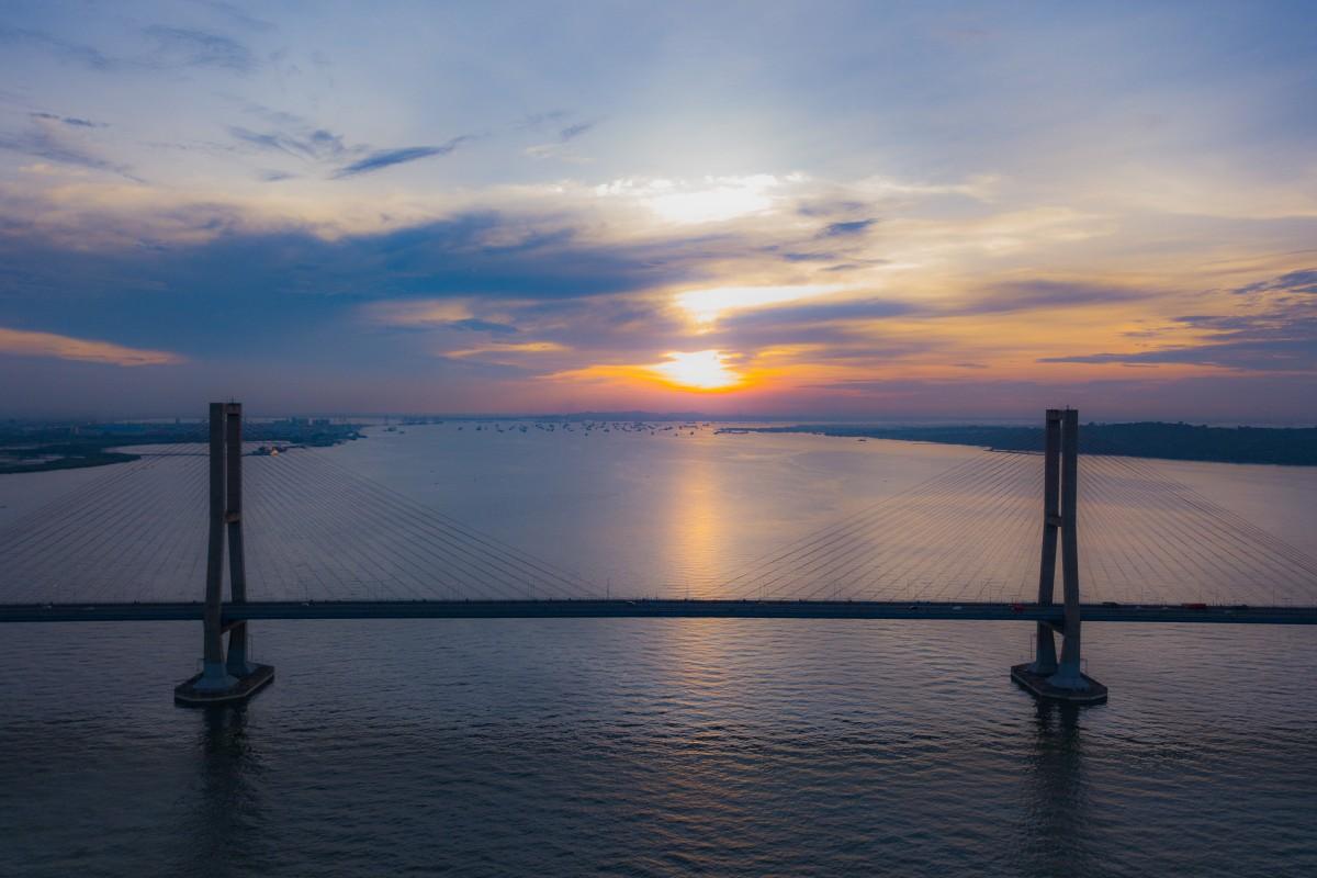Sunset on SURAMADU bridge