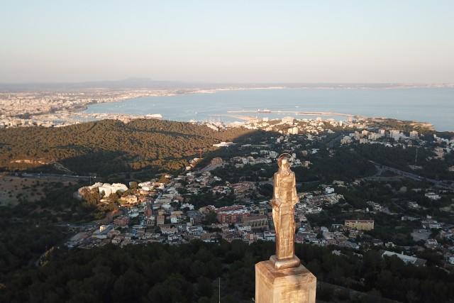 Statue sunset over Palma