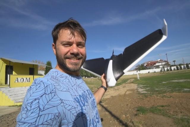 ΕΝΑ ΠΟΛΥ ΠΕΡΙΕΡΓΟ DRONE!!