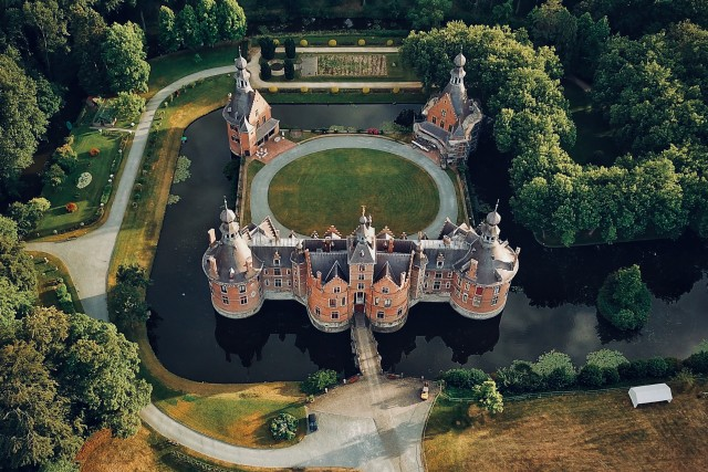 Stunning Castle Shot by @dronefilmingbelgium