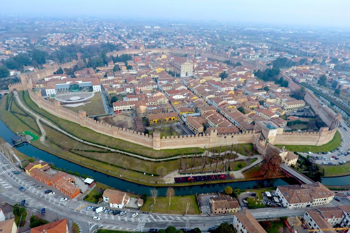 CITTADELLA DESDE EL AIRE, ITALIA