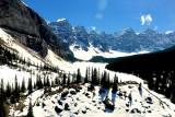 MONTAÑAS Moraine en el Parque Nacional Banff, en Alberta, Canadá