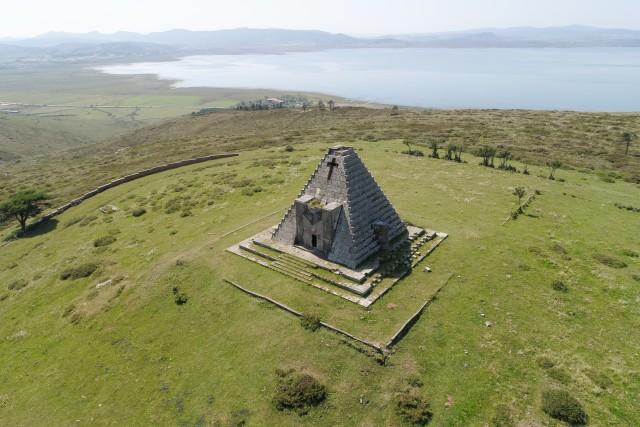 Pirámide de los italianos