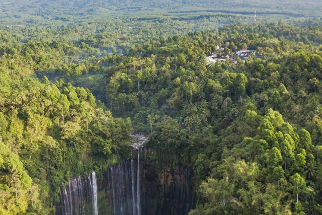 TUMPAKSEWU WATERFALL