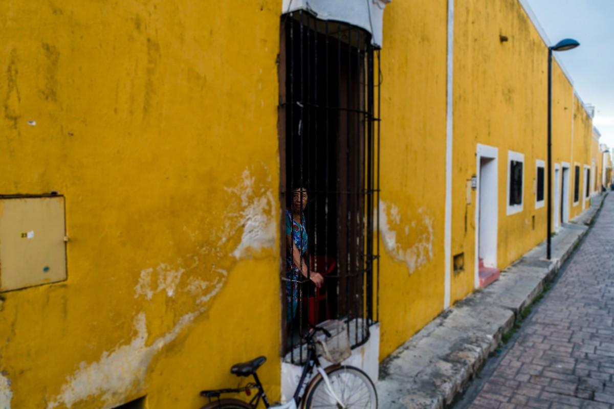 Entre amarillo