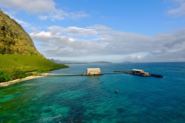 Sun is shinning at the Makai Pier, Oahu, Hawaii                                                                  n n