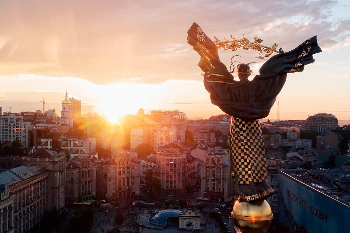 Stella independence on the Khreshchatyk