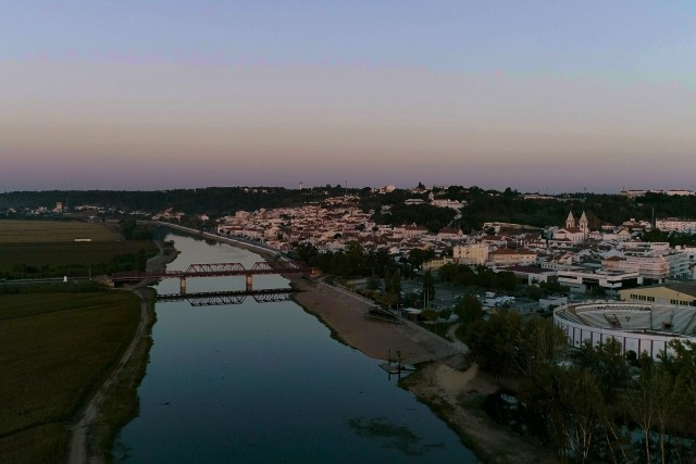 Pueblo portugues y rio
