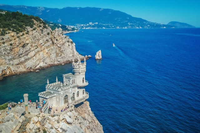 "Castle ""swallow's nest"""
