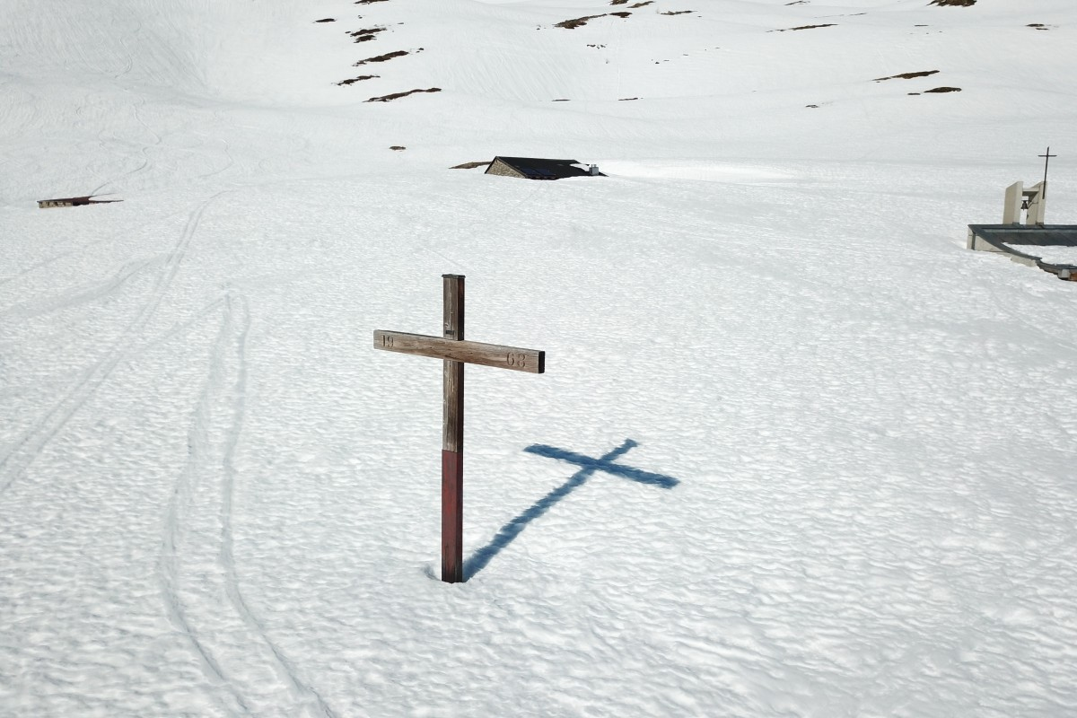 Cross in snow – Swiss Alps