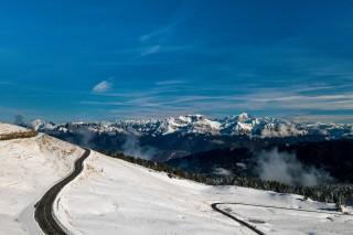 Sommet du Semnoz enneigé à Annecy vue sur le Mont Blanc
