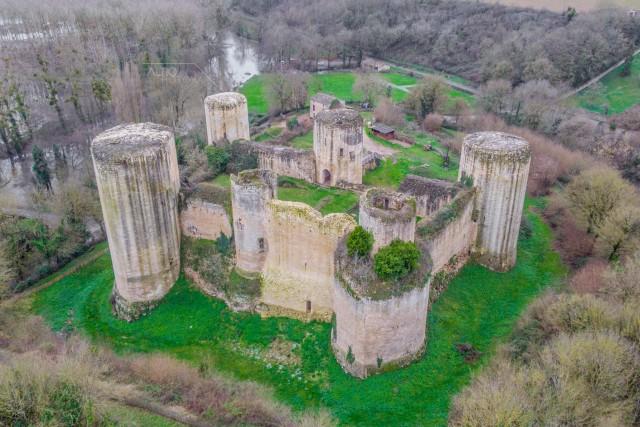 Château en ruine du Coudray Salbart