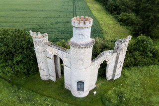 Dunstable castle and Panorama folly