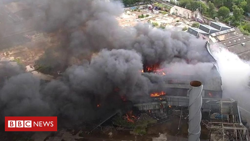 Drone footage of Winson Green factory fire – BBC News
